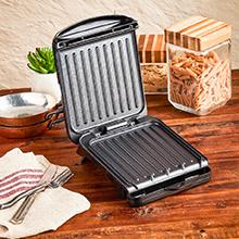 2-Serving Classic Plate Electric Indoor Grill and Panini Press, Black, GRS040B